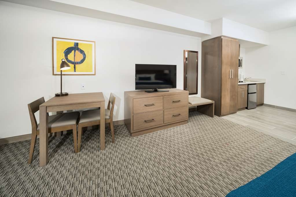Best Western Plus Executive Residency Austin - Make a reservation in this king junior suite featuring flat screen TV's, kitchenette, free Wifi and full breakfast!