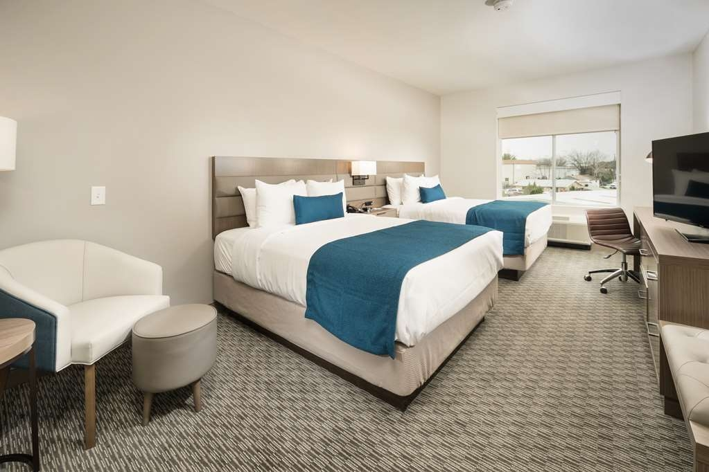 Best Western Plus Executive Residency Austin - Sit back, relax and get comfortable in this 2 queens junior suite.