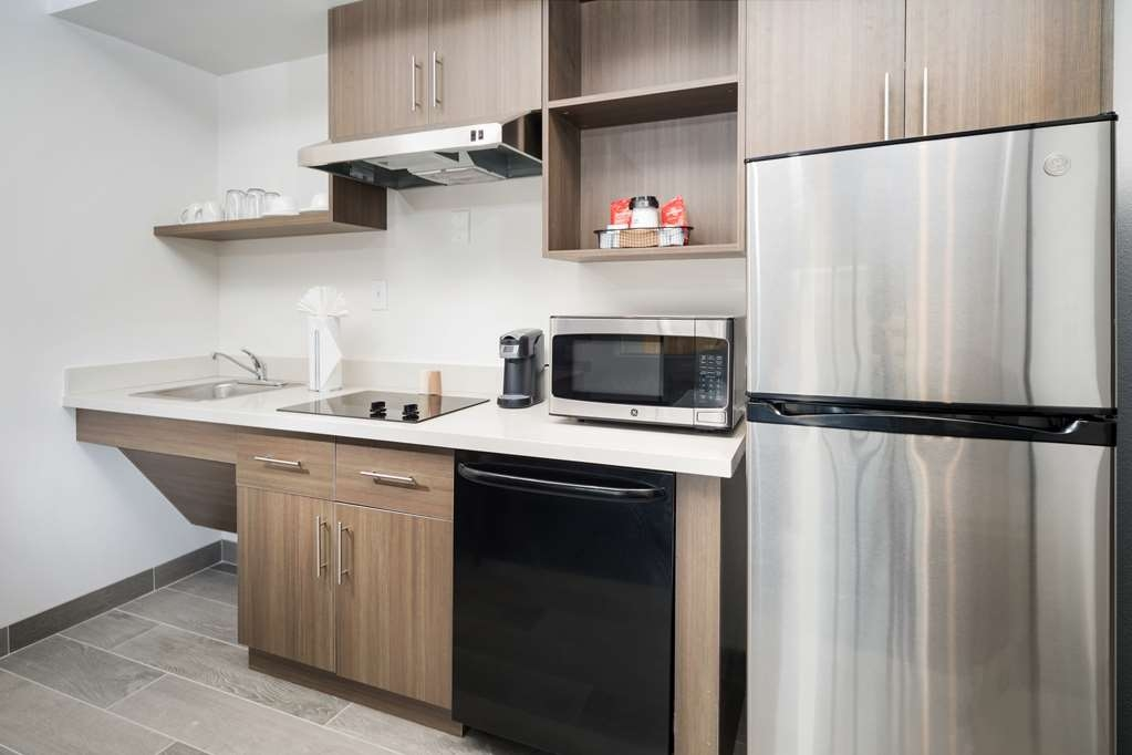 Best Western Plus Executive Residency Austin - No need to dine far when you have a full kitchen in your room.
