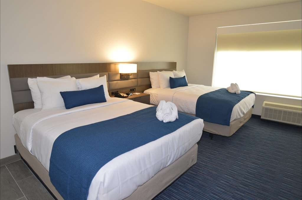Best Western Plus Executive Residency Austin - Make a reservation in this 2 queens bedroom suite featuring a separate bedroom.