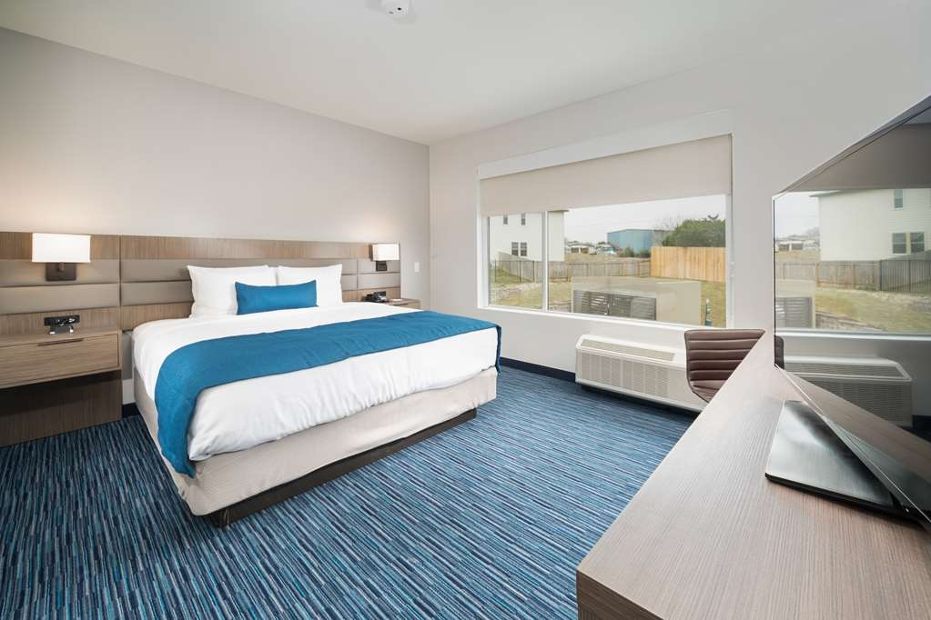 Best Western Plus Executive Residency Austin - Make a reservation in this king mobility accessible suite room featuring a roll in-shower and full breakfast!