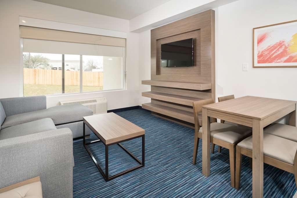 Best Western Plus Executive Residency Austin - Our king mobility accessible suite was designed with an open concept, ensuring you have enough room without sacrificing comfort.