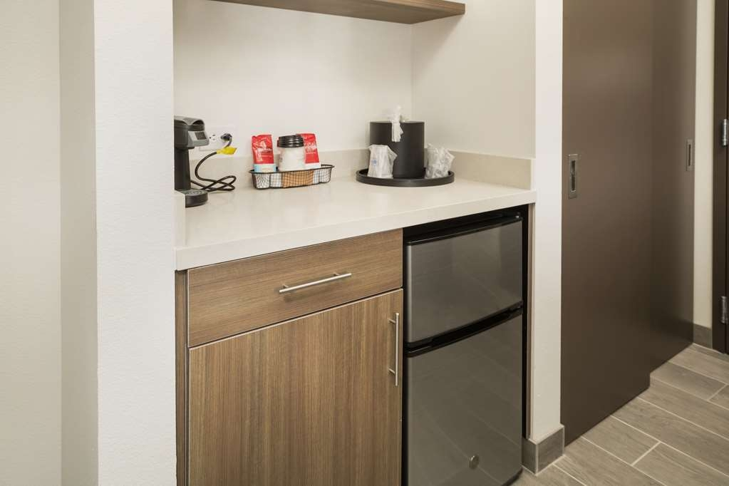 Best Western Plus Executive Residency Austin - Leftovers from dining. Keep your meal fresh in our mini fridge located in this 2 queen junior suite.