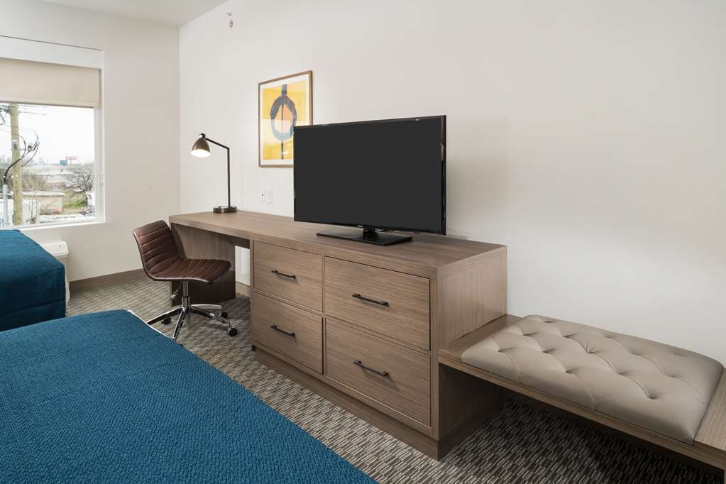Best Western Plus Executive Residency Austin - Make a reservation in this 2 queens junior suite featuring flat screen TV, free Wifi, and a kitchenette.