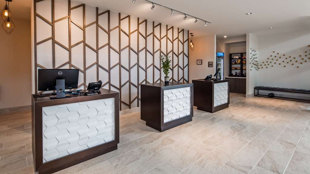 Best Western Plus Executive Residency Austin - Whatever your desire, our front desk will help guide you to the top attractions in the area.