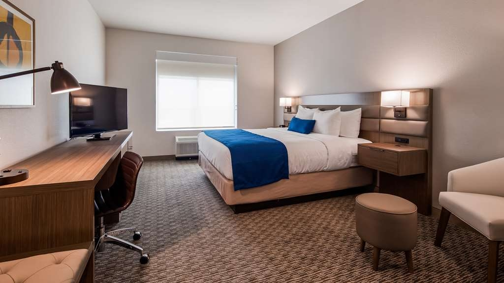 Best Western Plus Executive Residency Austin - Make a reservation in this king room featuring a refrigerator, free Wifi, flat screen TV and full breakfast.