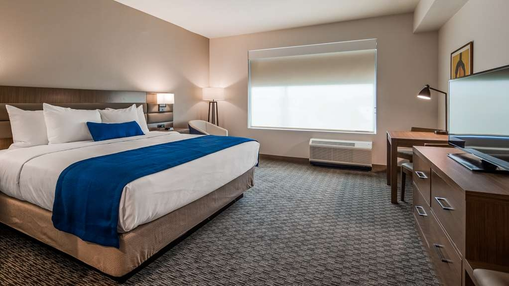 Best Western Plus Executive Residency Austin - This king junior suite is the perfect getaway whether your here for business or leisure.