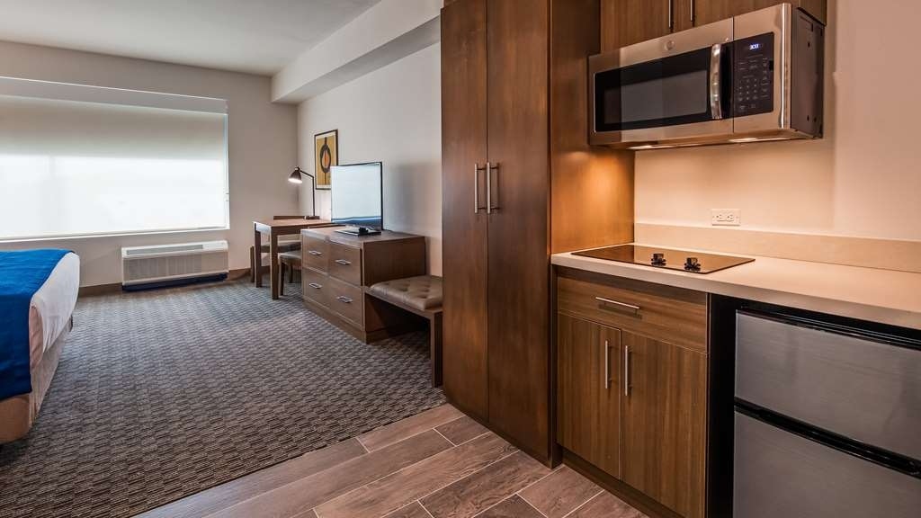 Best Western Plus Executive Residency Austin - If your here for an extended stay? Make a reservation in this king junior suite.