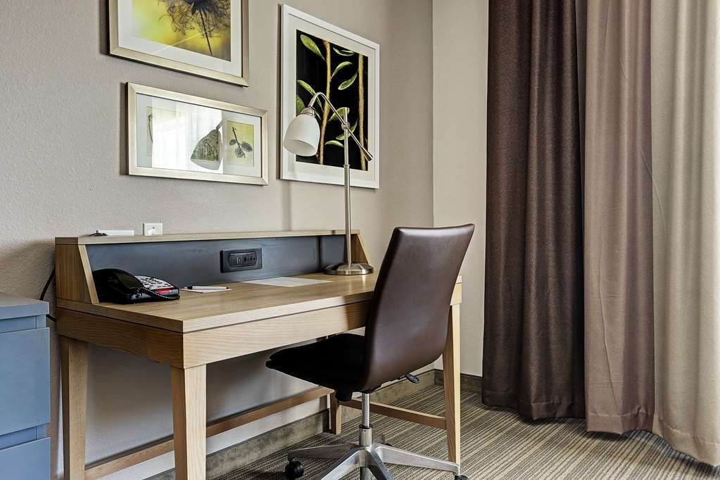 Best Western Plus Westheimer-Westchase Inn & Suites - Double Queen Guest Room