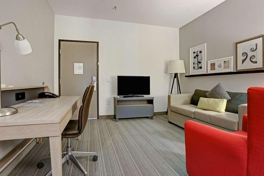Best Western Plus Westheimer-Westchase Inn & Suites - King Suite Living Room