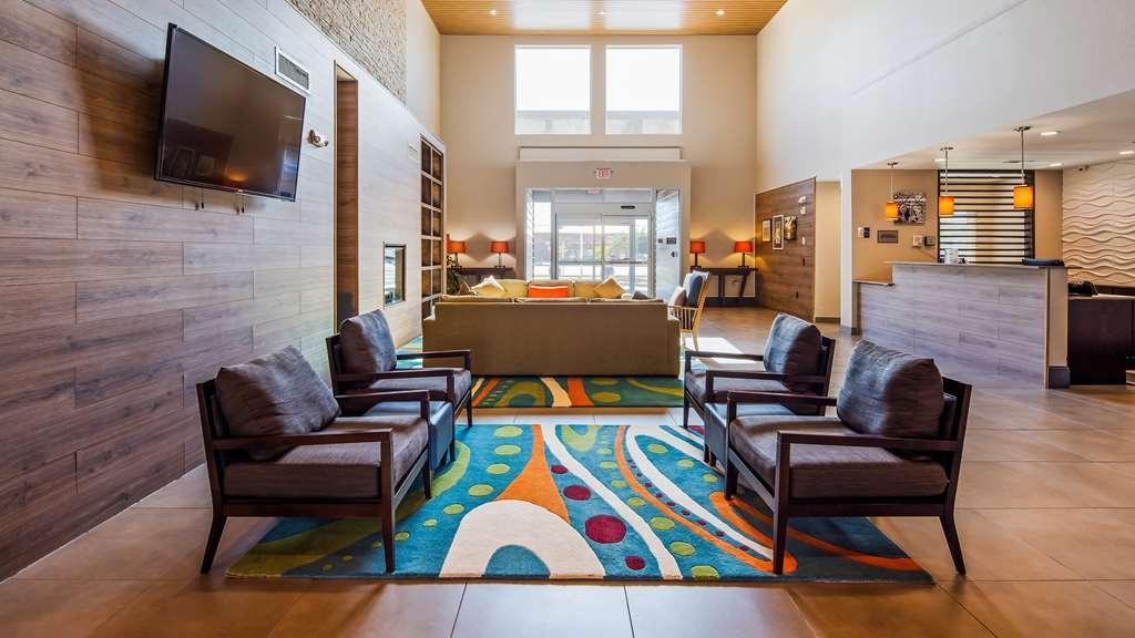 Best Western Plus Westheimer-Westchase Inn & Suites - Lobby & Sitting Area