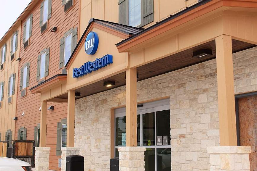 Best Western Bandera Suites & Saloon - When your travels take you to Bandera, TX, stay at the Best Western Bandera Suites & Saloon. We love having you here!