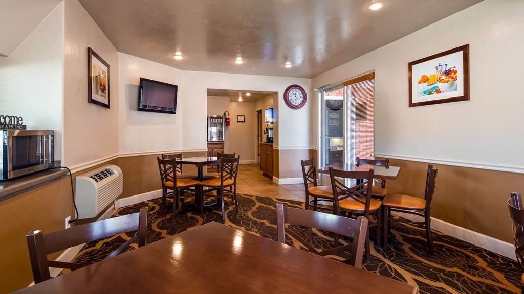 Best Western Butch Cassidy Inn - Rise and shine with a complimentary breakfast every morning.