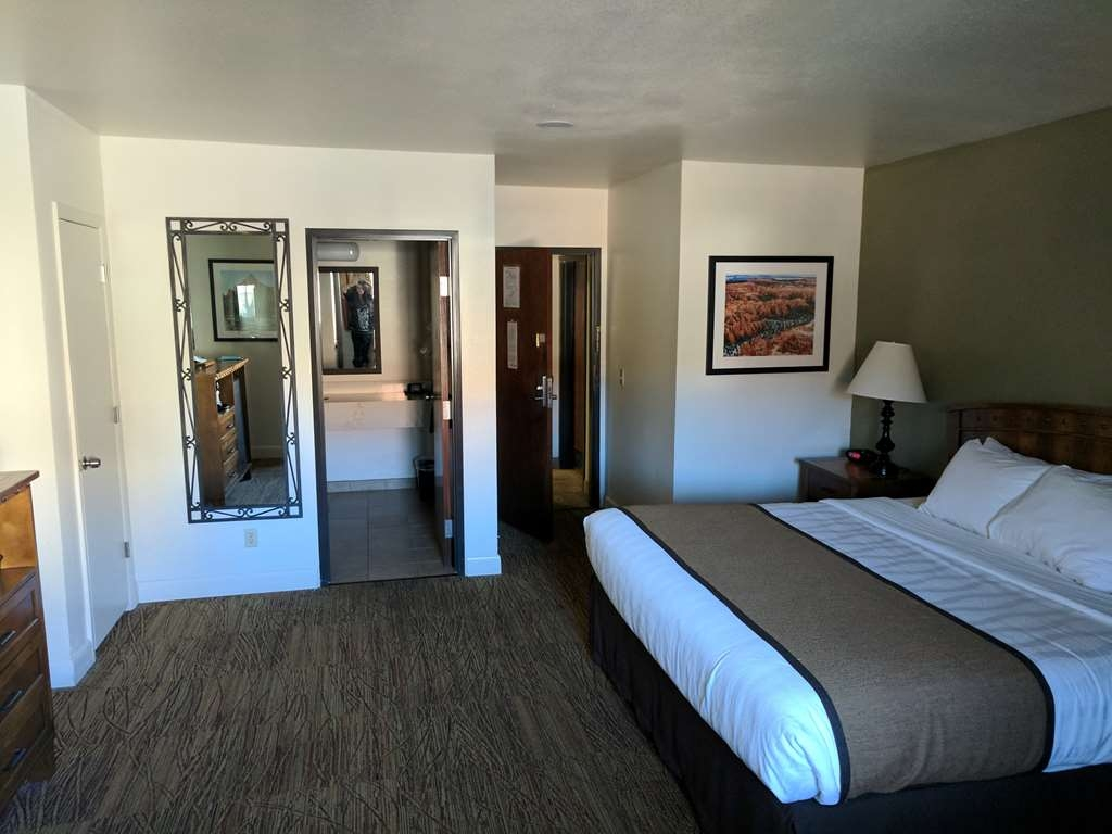 Best Western Red Hills - You'll feel like royalty in our king guest room!