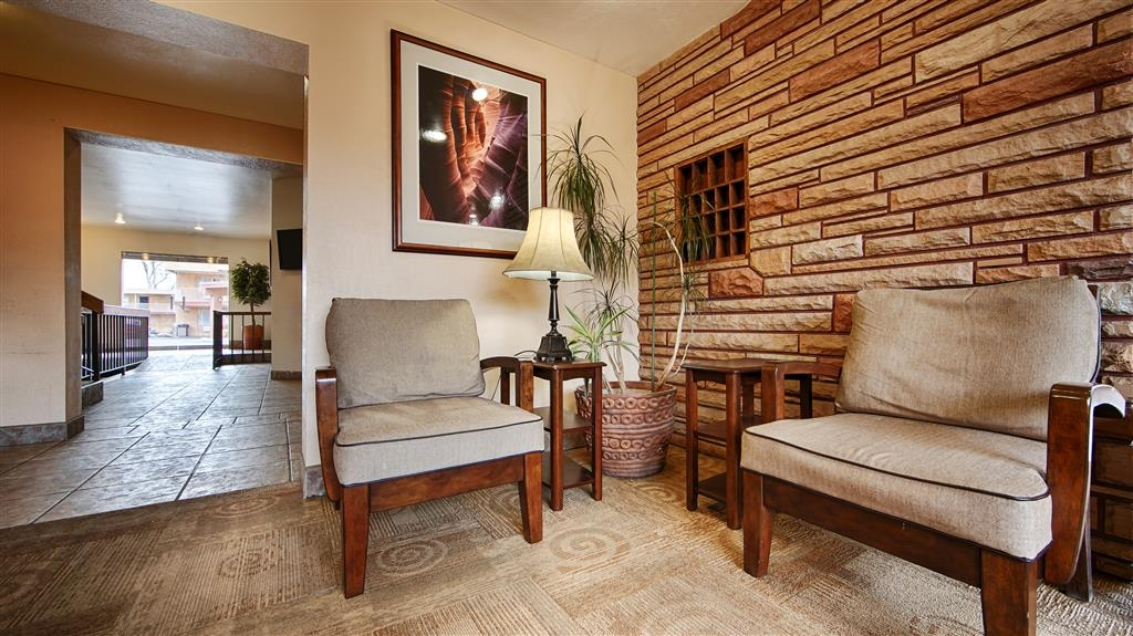 Best Western Red Hills - Sit down and take a break in the lobby.