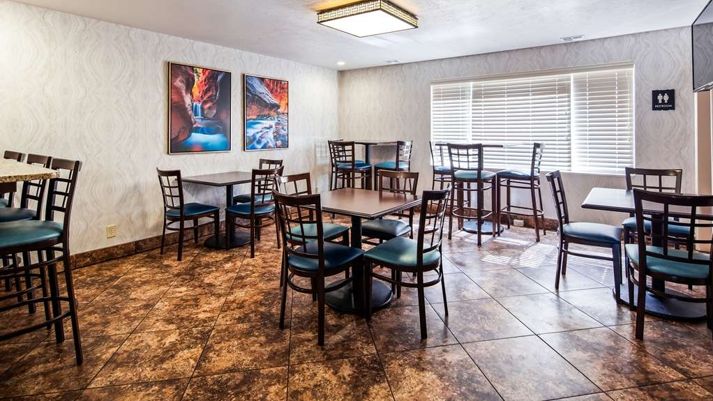 Best Western Travel Inn - Breakfast seating