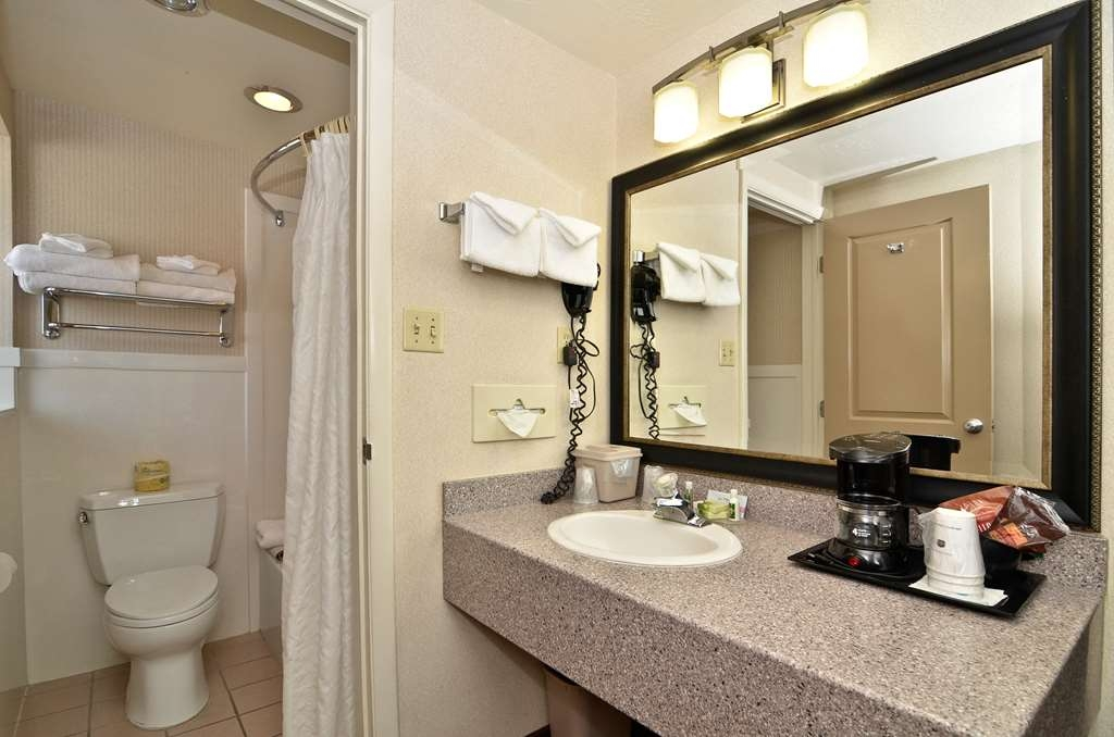 Best Western Coral Hills - Forgot Shampoo? Don't worry we have you covered, complimentary shampoo, conditioner and lotion are provided