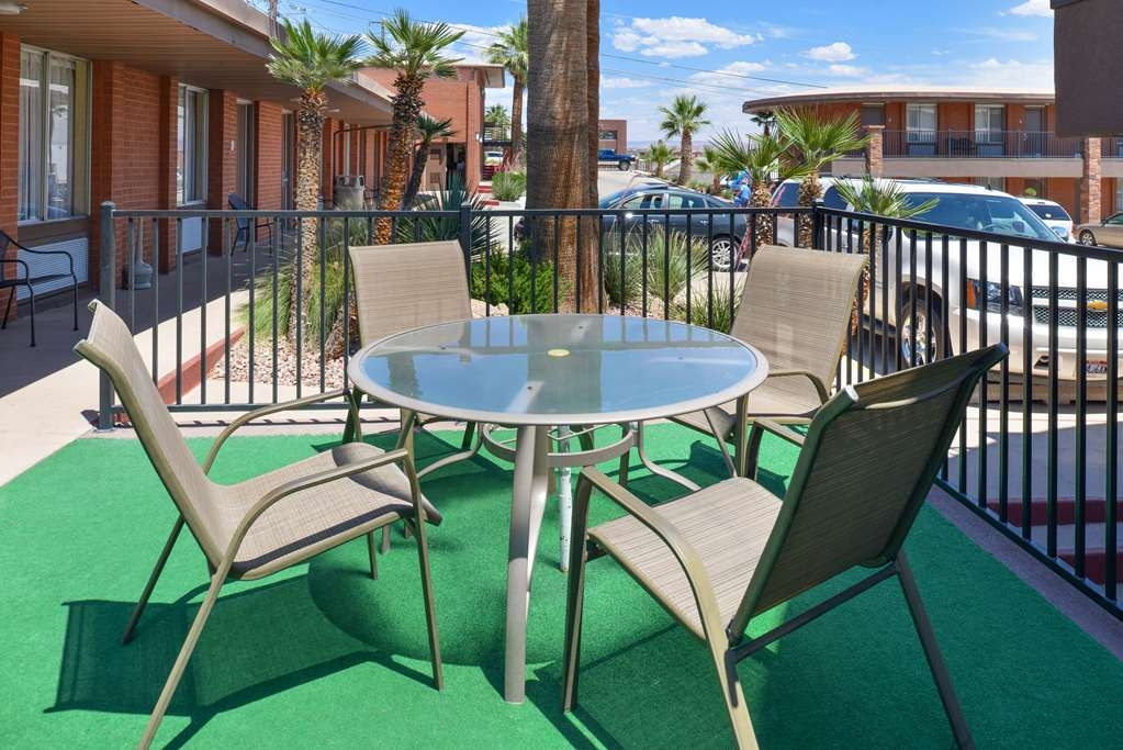 Best Western Coral Hills - Enjoy our beautiful weather by taking advantage of our exterior amenities.