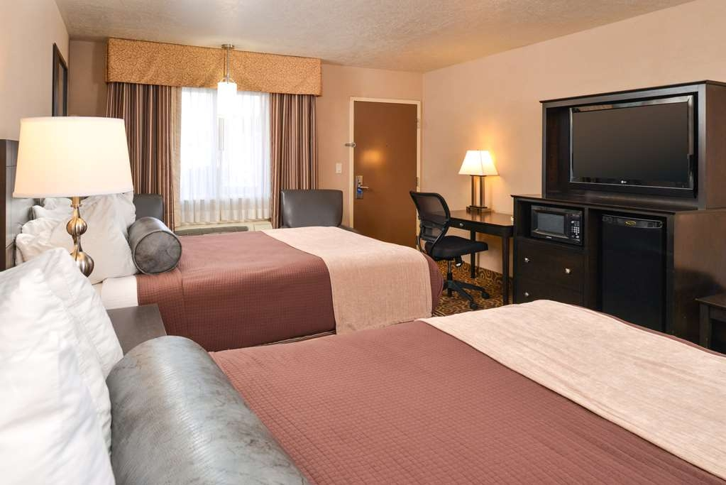 Best Western Coral Hills - Touring the city with a close friend? Book our convenient two queen bed guest room