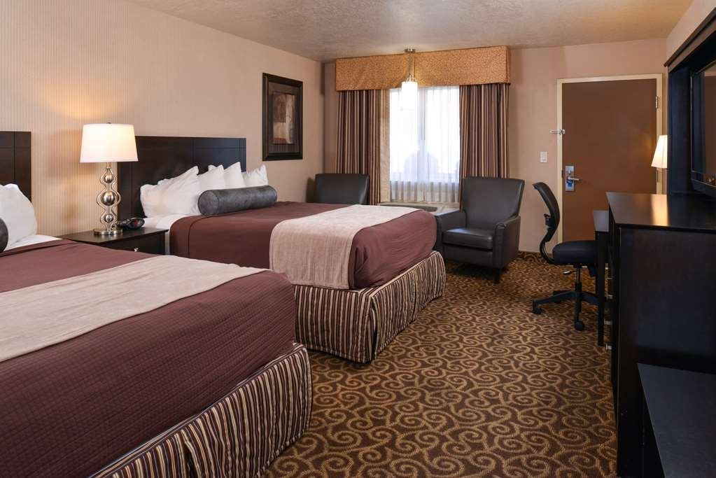 Best Western Coral Hills - There is plenty of room for up to 4 Adults in our two queen bed guest room