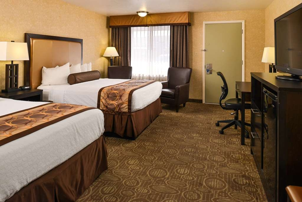 Best Western Coral Hills - This two-queen room meets your every need.