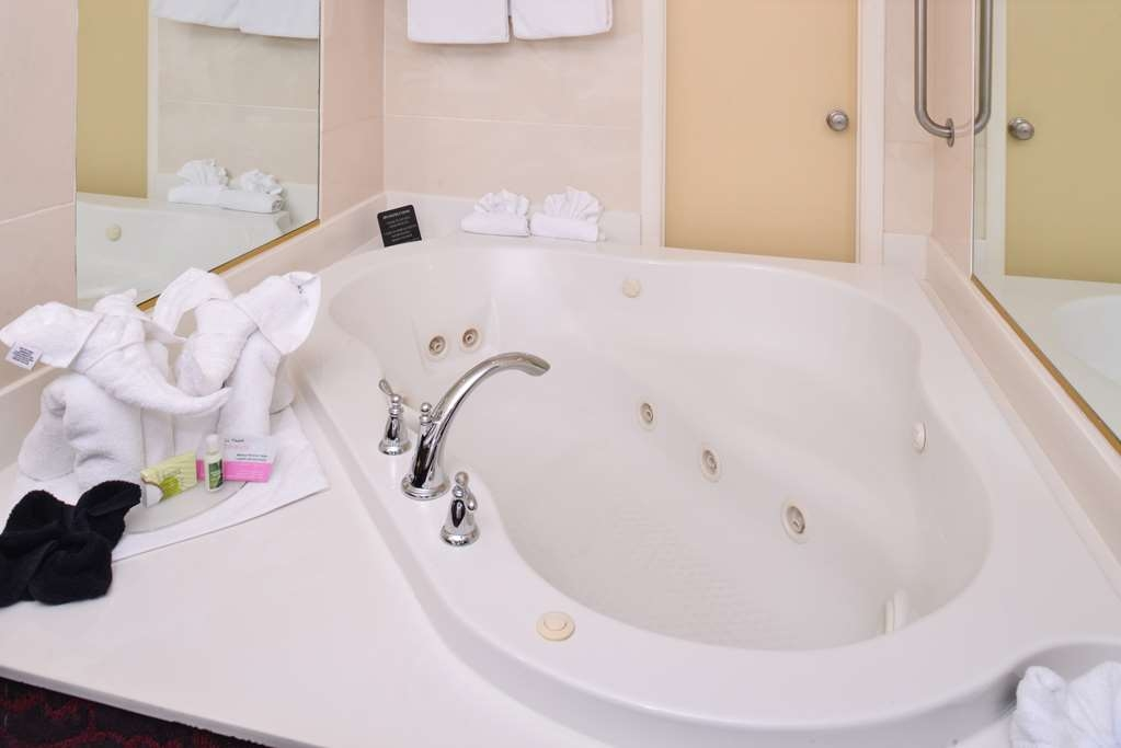 Best Western Coral Hills - Relax after a long day of travel in our jetted tub guest room.
