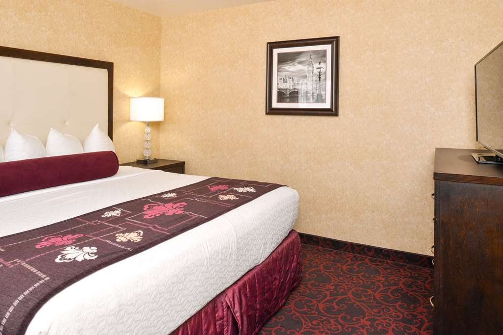 Best Western Coral Hills - Our king room is spacious and offers you a comfortable place to unwind.