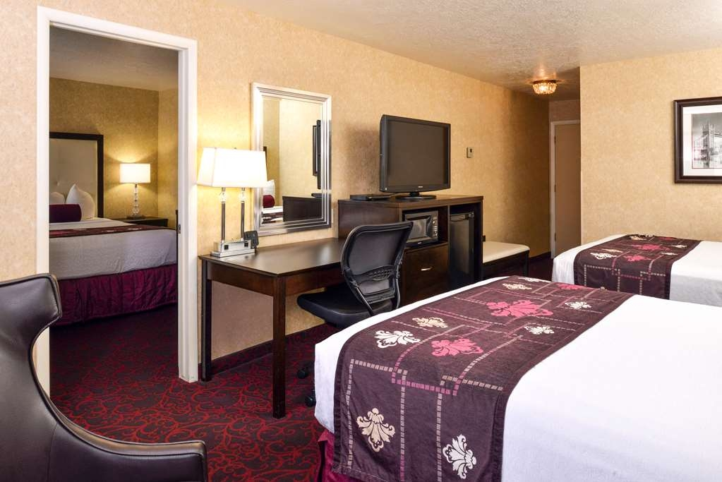 Best Western Coral Hills - Traveling with the family? We have the perfect room for you, with a separate bedroom for the kids.
