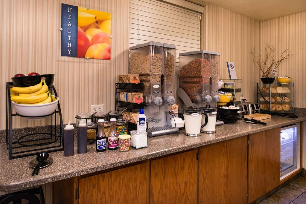 Best Western Coral Hills - Start your day off right with a complimentary hot breakfast.