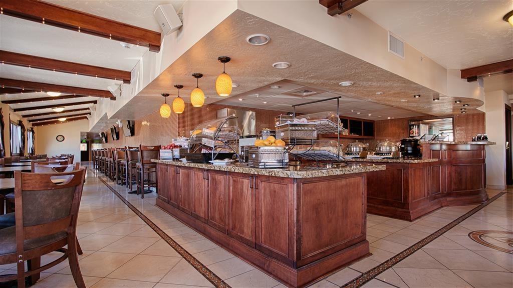 Best Western Plus Greenwell Inn - Breakfast Bar