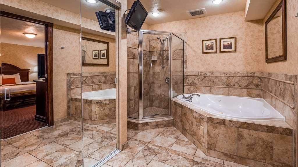 Best Western Plus Weston Inn - Presidental Bathroom - Whirlpool | Suite-1 King Bed
