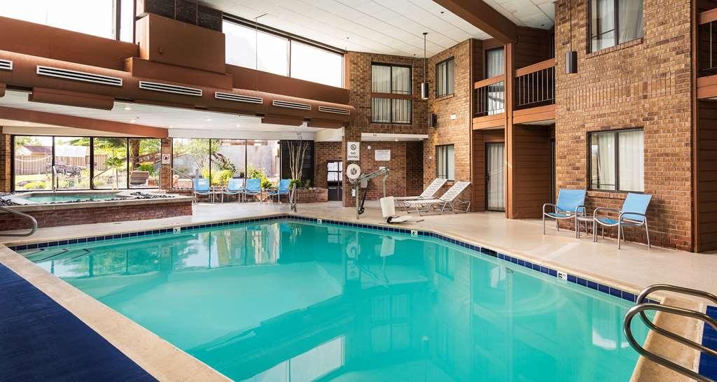 Best Western Plus Landmark Inn - Piscina