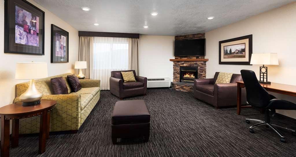 Best Western Plus Landmark Inn - Suite