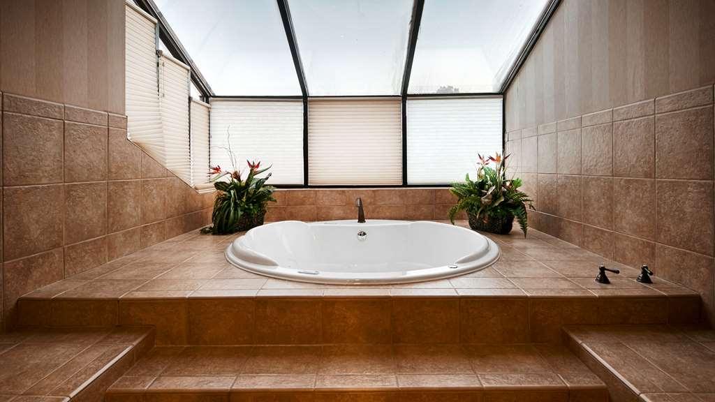 Best Western Plus Landmark Inn - Vue de la piscine