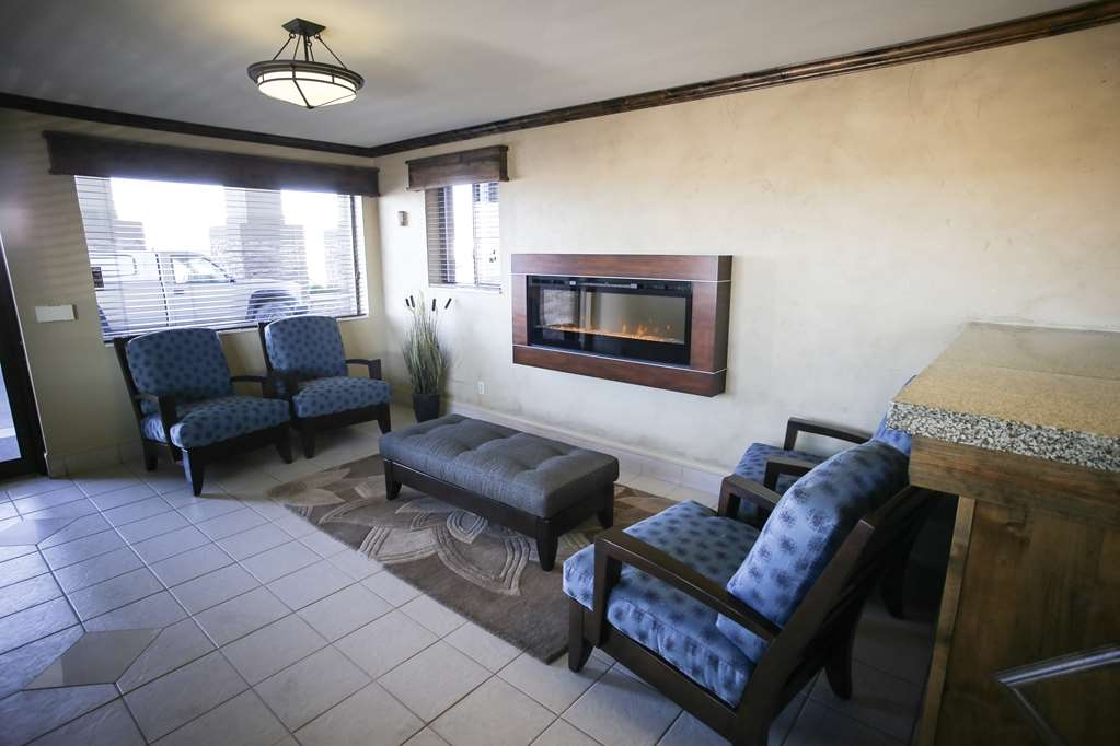 Best Western Paradise Inn - The moment you step into our inviting lobby, you'll feel like part of our family.