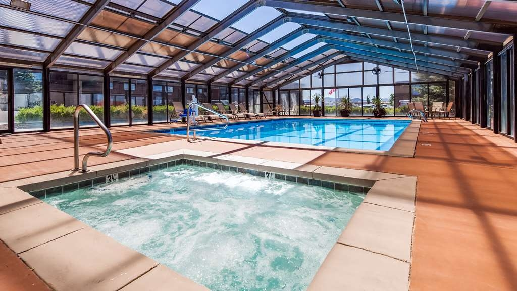 Best Western Paradise Inn - Relax and feel great with a swim in our indoor pool.