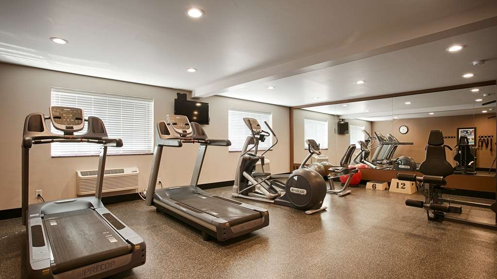 Best Western Plus CottonTree Inn - There is no need to take a break from your regular fitness routine during your stay with us. Our fitness center offers 2 Precore treadmills, a universal weight machine, bicycle, elliptical, yoga mat, and yoga balance balls.