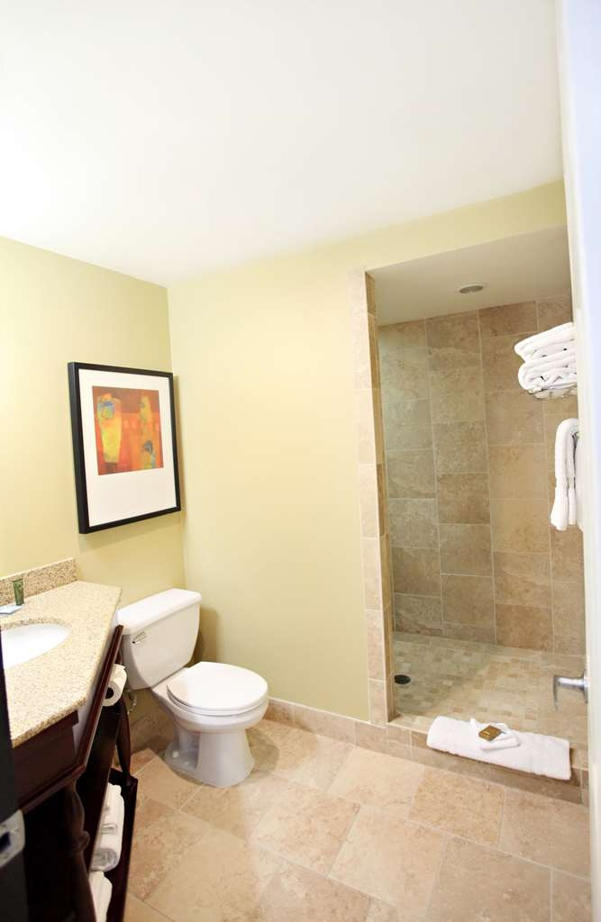 Best Western Plus CottonTree Inn - Our master suite bathroom includes a walk-in shower and also a jetted tub.