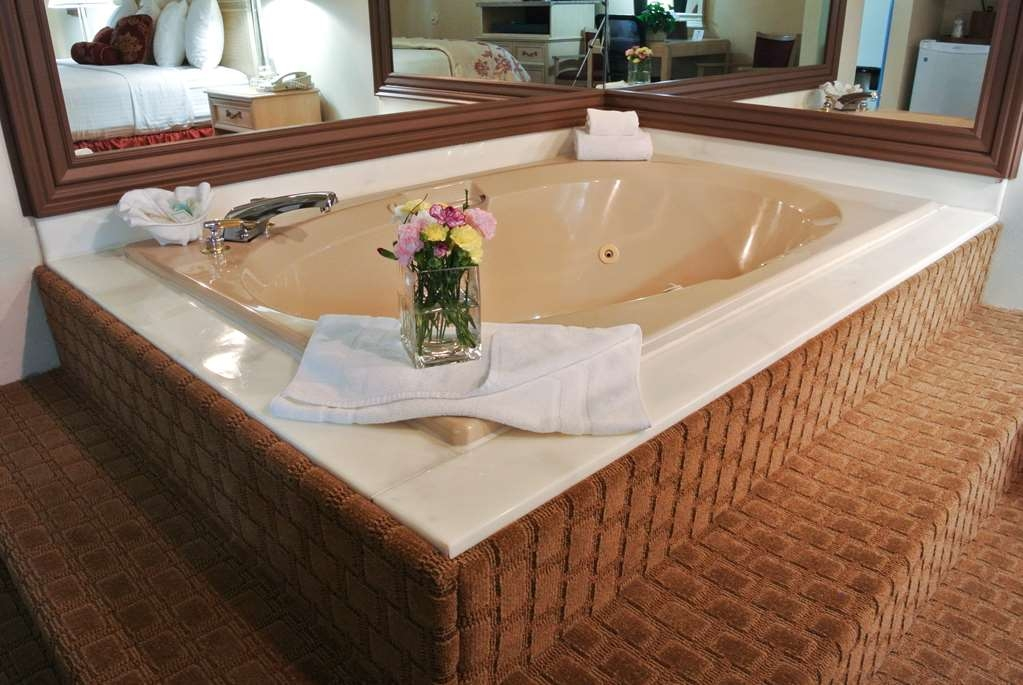 Best Western Inn Tooele - Unwind after a long day in one of our suites with a hot tub!