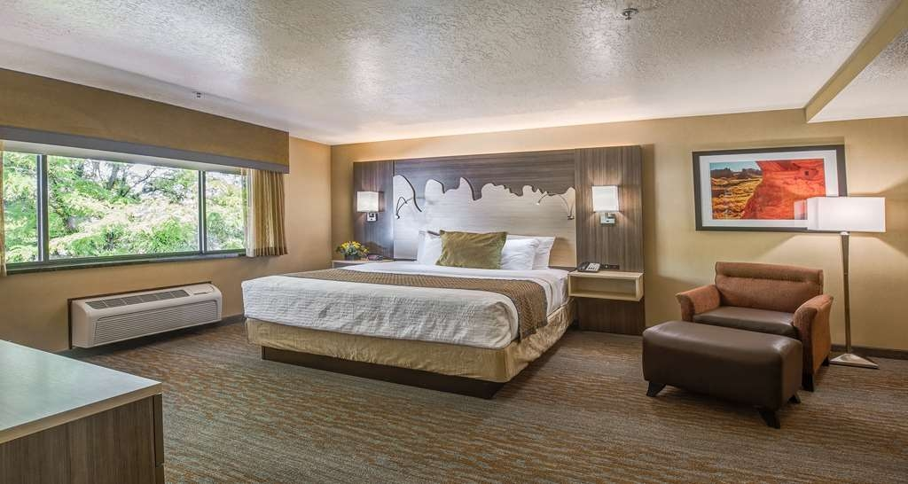Best Western Plus Canyonlands Inn - Our Presidential Suite is spacious and offers you a comfortable place to unwind.