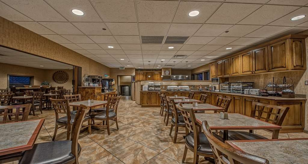Best Western Plus Canyonlands Inn - Kick-start your morning with a complimentary hot breakfast at the Best Western Plus Canyonlands Inn.
