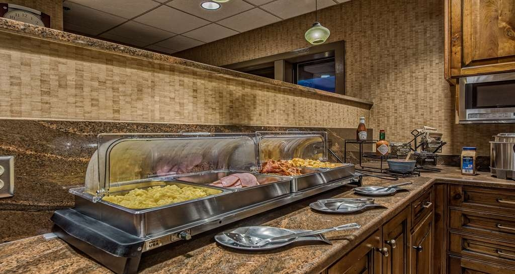 Best Western Plus Canyonlands Inn - Our hot breakfast includes your choice of scrambled eggs, bacon, seasoned potatoes or our rotating daily special item.