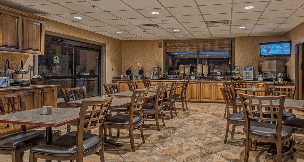 Best Western Plus Canyonlands Inn - Choose from Raisin Bran®, Cheerios®, Cap'n Crunch®, oatmeal bar, yogurt bar, Greek yogurt, granola, fresh fruit, toast and muffins.