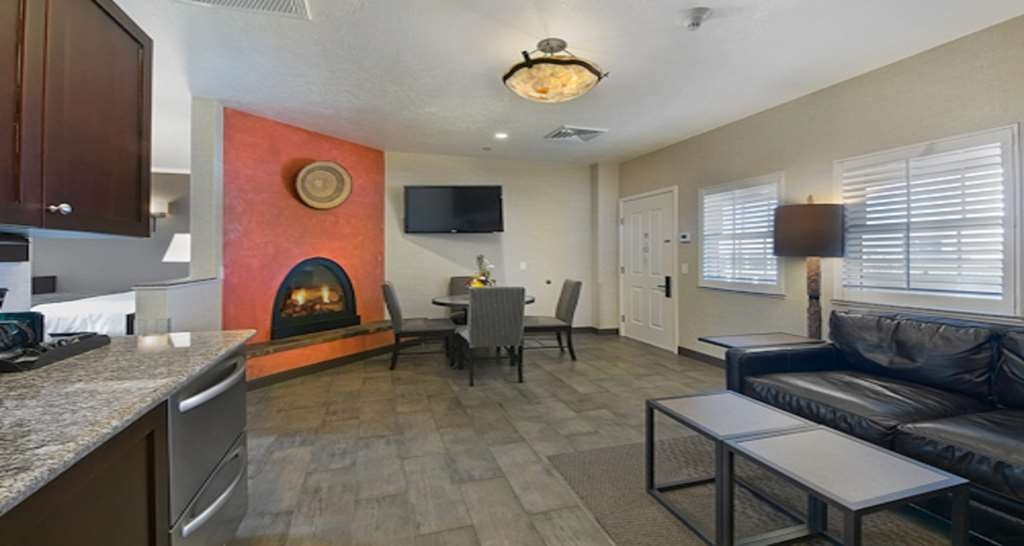 Best Western Plus Canyonlands Inn - Bring the whole family along and book our Family Suite.
