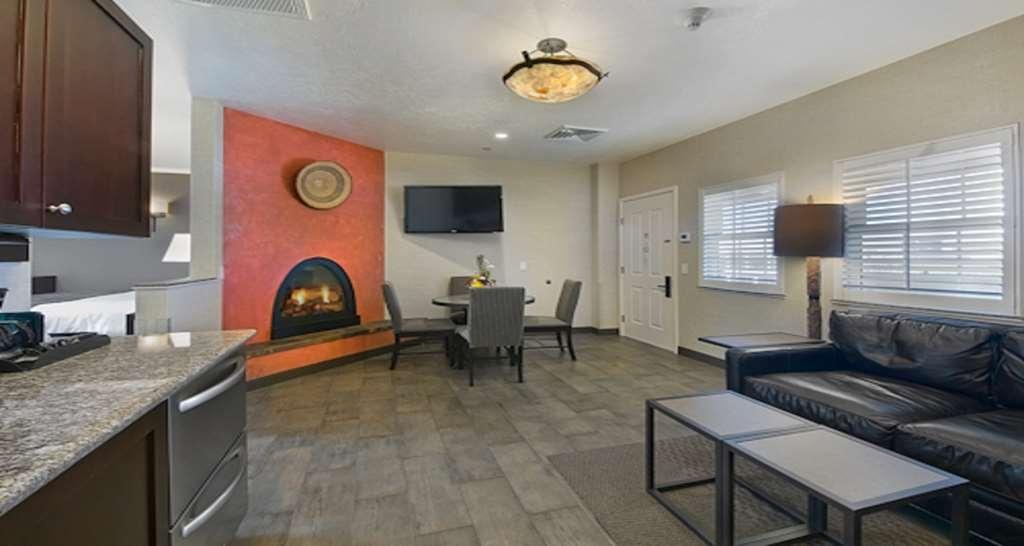 Best Western Plus Canyonlands Inn - Salon de la suite familiale