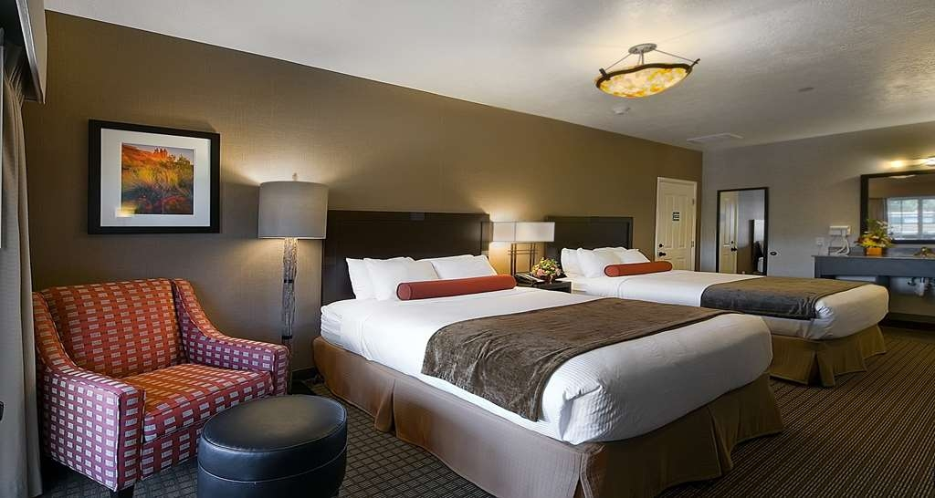 Best Western Plus Canyonlands Inn - More than two people in the room? We have enough space in our Main Street Suite.