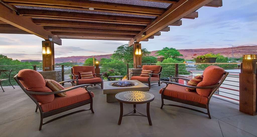 Best Western Plus Canyonlands Inn - Enjoy a moment of solitude on our outdoor public deck by the relaxing fireplace.