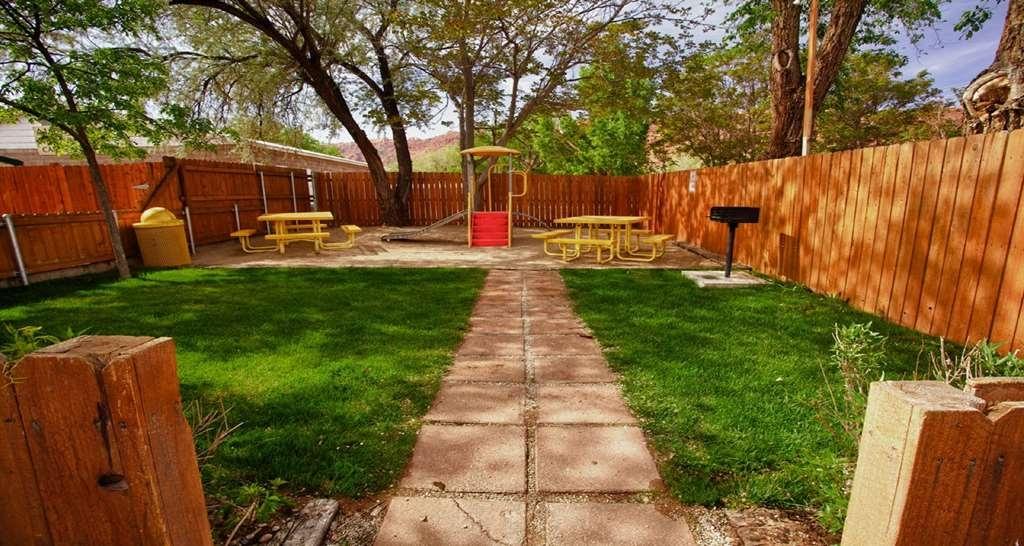 Best Western Plus Canyonlands Inn - Playground & Picnic Area
