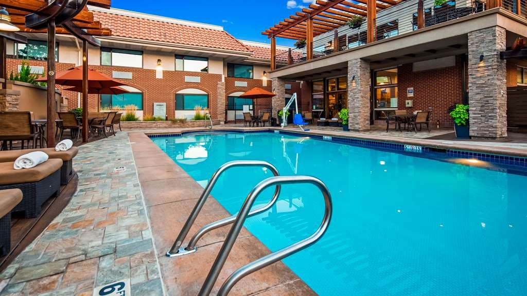 Best Western Plus Canyonlands Inn - Cool off in our seasonal outdoor pool, or layout and enjoy the sun on our beautiful pool deck.