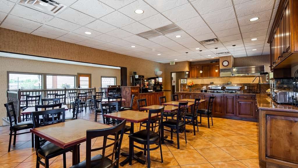 Best Western Plus Canyonlands Inn - Start your day off right with our complimentary breakfast.